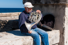 Músico en el Malecón.
